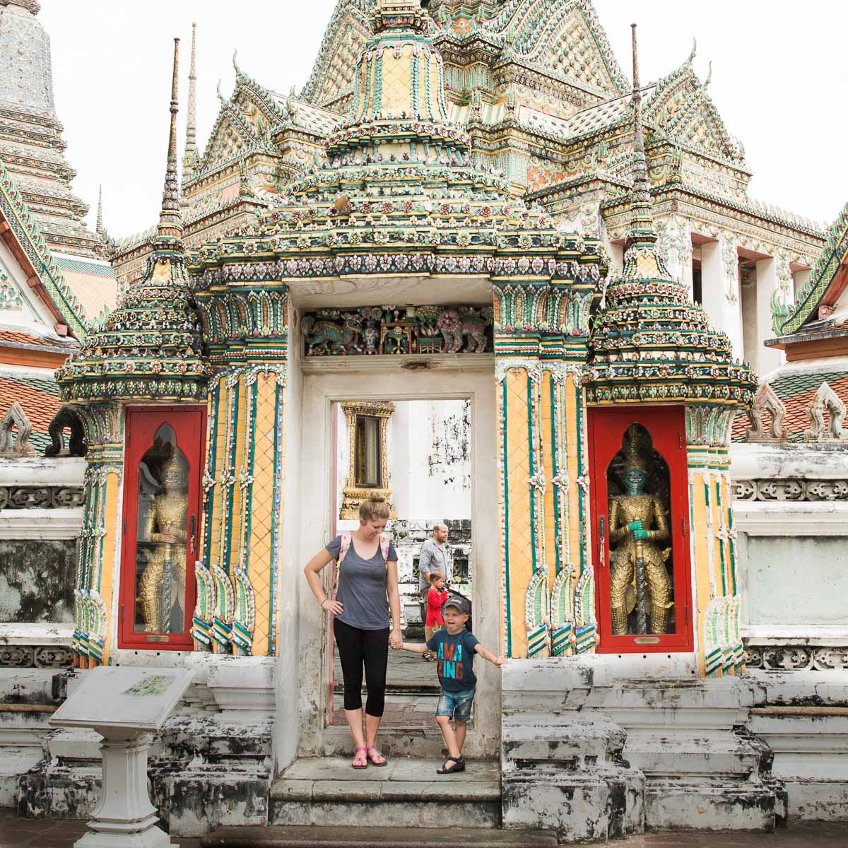 Eline-van-der-Woude-Thailand-Wood-and-Gems-Noah-Bangkok-Travel-reis